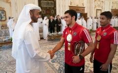 الصورة: الصورة: محمد بن زايد يستقبل وفد البرنامج الصيفي للجوجيتسو ومنتخب الإمارات الفائز ببطولة آسيا الرابعة