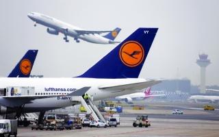 «لوفتهانزا» تدعو إلى وقف «حرب الأسعار» في قطاع الطيران