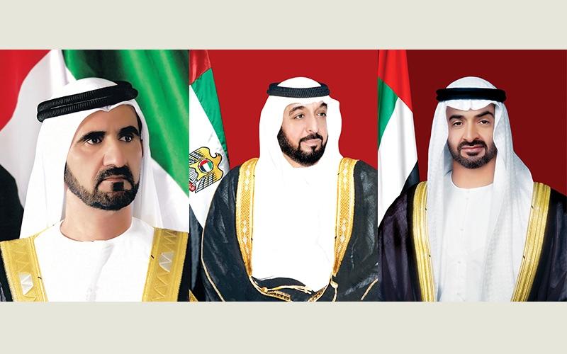 الصورة: الصورة: خليفة ومحمد بن راشد ومحمد بن زايد يهنئون رئيس المجر