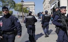 الصورة: الصورة: مسلحون يهاجمون موقعا في ضاحية بباريس
