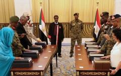 الصورة: الصورة: أعضاء مجلس السيادة السوداني يؤدون اليمين الدستورية