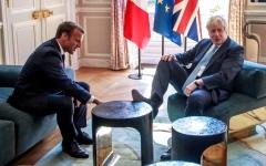 الصورة: الصورة: جونسون يغضب فرنسا بطريقة جلوسه