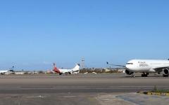 الصورة: الصورة: تعليق الرحلات الجوية في مطار معيتيقة في العاصمة الليبية طرابلس