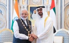 """الصورة: الصورة: محمد بن زايد يقلد رئيس وزراء الهند """"وسام زايد"""""""