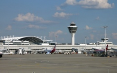 الصورة: الصورة: إلغاء 130 رحلة في مطار ميونخ بسبب .. راكب
