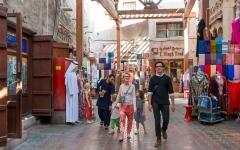 الصورة: الصورة: أسواق دبي التقليدية تصاميم معمارية قديمة توفر خيارات تسوق جاذبة