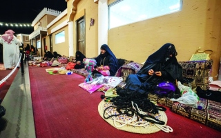 الصورة: الصورة: لوحات بانورامية إماراتية في «سوق عكاظ»