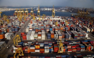 الصورة: الصورة: تجارة الإمارات تعاكس التباطؤ العالمي وتنمو 5%