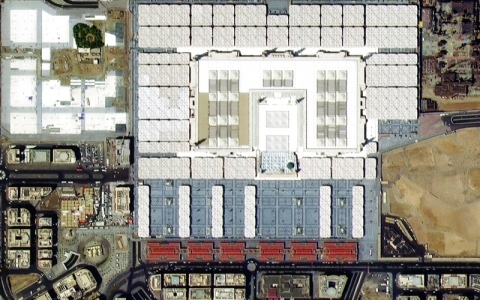 الصورة: الصورة: الحرم النبوي بعين «خليفة سات»