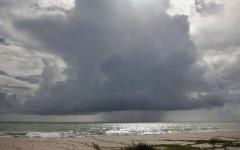 """الصورة: الصورة: """"دوريان"""" يتحول إلى إعصار مدمر"""