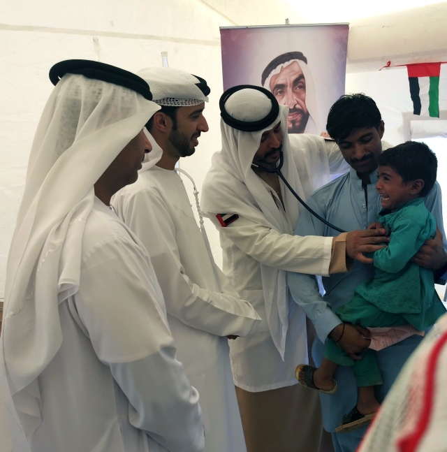 أطباء الإمارات يدشنون حملة زايد الإنسانية في إقليم السند - البيان