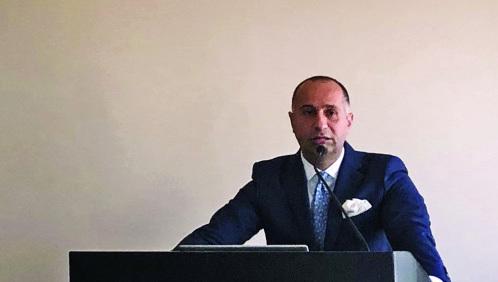 الصورة : ■  إياد أبو جويج متحدثاً خلال المؤتمر  |   البيان