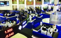 الصورة: الصورة: الأسواق تنهي الأسبوع على تباين وسط غياب المحفّزات