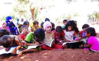 الصورة: الصورة: مدارس إدلب.. فصول تحت ظلال الزيتون!