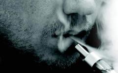 الصورة: الصورة: «الصحّة العالمية» تحذر من السجائر الإلكترونية