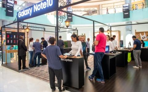 الصورة: الصورة: «سامسونج» تتيح لسكان الإمارات تجربة «نوت 10»