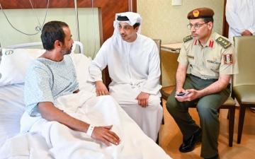 الصورة: الصورة: منصور بن زايد يزور مُصابي وجرحى الواجب الوطني