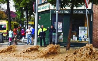 الصورة: الصورة: إجلاء مئات الأشخاص جراء الفيضانات في جنوب شرق إسبانيا