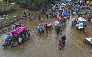 الصورة: الصورة: البحث عن عشرات المفقودين في الهند إثر غرق مركب