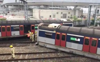 الصورة: الصورة: إصابات جراء خروج قطار عن مساره في هونج كونج