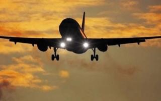 الصورة: الصورة: فقدان الاتصال بطائرة شحن شرقي إندونيسيا
