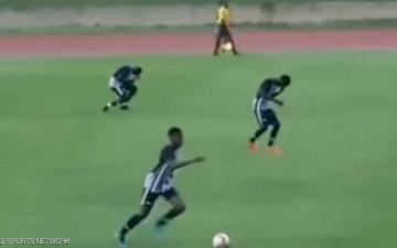 الصورة: الصورة: البرق يصعق لاعبيْن أثناء مباراة كرة قدم