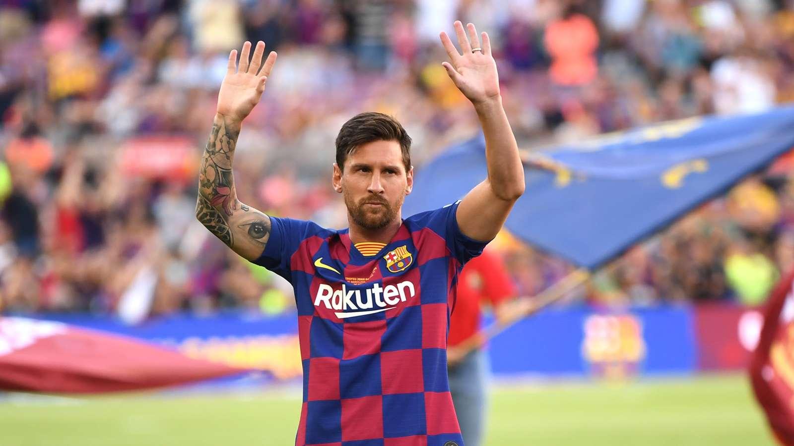 عمالقة الكرة ميسي أفضل لاعب في التاريخ الرياضي ملاعب دولية البيان