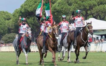 الصورة: الصورة: فرسان الإمارات أبطال العالم للقدرة في ايطاليا