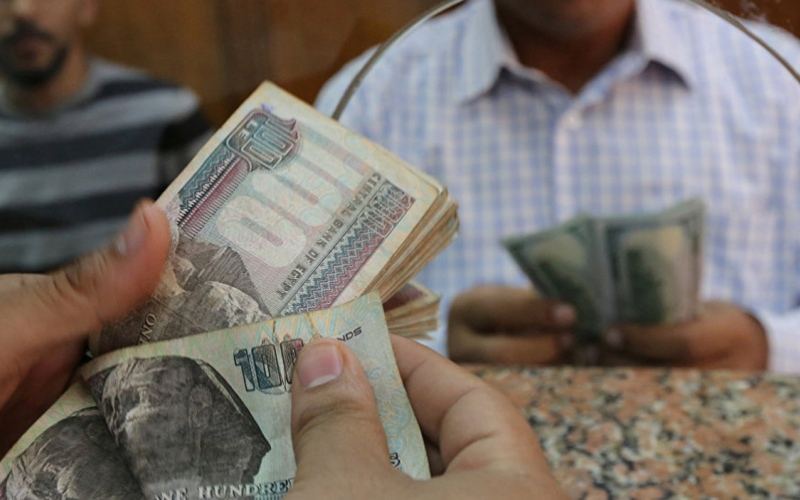 الصورة: الصورة: ما أسباب انخفاض الدولار أمام الجنيه المصري ومتى يعاود الارتفاع؟