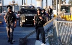 الصورة: الصورة: الاحتلال يعدم فلسطينية عند حاجز قلنديا بالضفة
