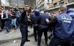 الصورة: الصورة: وفاة شخصين في صدامات مع الشرطة بالجزائر