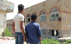 الصورة: الصورة: في تعز.. مدرسة تتحرر من ألغام الحوثي