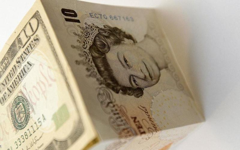 الصورة: الصورة: الدولار يتراجع والاسترليني عند أعلى مستوى في شهرين