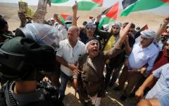 الصورة: الصورة: عشرات الجرحى بمسيرات العودة في غزة