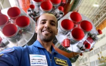 الصورة: الصورة: «طموح زايد»  يزيّن متحف بايكونور للفضاء