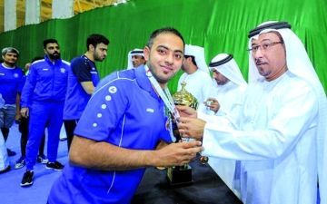 الصورة: الصورة: لاعب النصر يتطوع لتدريب فريق الأولمبياد الخاص