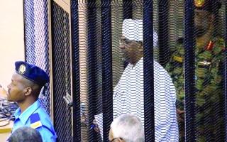 الصورة: الصورة: محكمة البشير تستمع للشهود.. والسلطات تشدّد إجراءات زنزانته