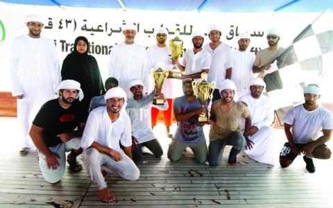 الصورة: الصورة: «زلزال 217» بطل أولى جولات سباق دبي للقوارب الشراعية 43 قدماً