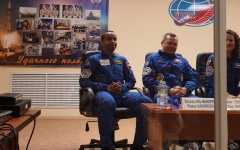 الصورة: الصورة: تفاصيل المؤتمر الصحفي لرائدي الفضاء الإماراتيين قبيل الانطلاق