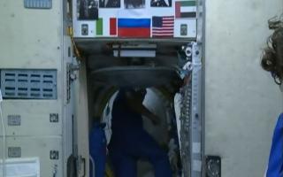 الصورة: الصورة: مشاهد تاريخية من قلب محطة الفضاء الدولية