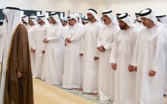 الصورة: الصورة: محمد بن زايد يتقبل التعازي في وفاة سهيل بن مبارك الكتبي