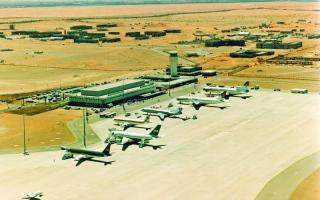 الصورة: الصورة: طائرات في سماء الخليج