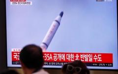 الصورة: الصورة: كوريا الشمالية تؤكد إطلاقها صاروخاً باليستياً من غواصة