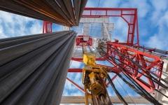 الصورة: الصورة: انخفاض مفاجئ في المخزونات الأمريكية ينعش النفط