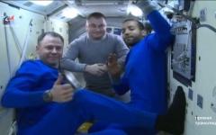 الصورة: الصورة: شاهد هزاع المنصوري وهو يودع محطة الفضاء الدولية استعدادا للهبوط إلى الأرض