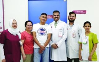الصورة: الصورة: مستشفى برجيل يمنح مريضاً فلبينياً الأمل في الإبصار