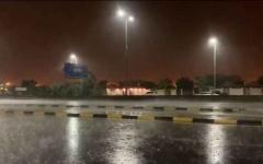 الصورة: الصورة: شاهد.. هطول أمطار غزيرة على الفجيرة وعجمان