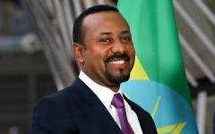 الصورة: الصورة: محمد بن راشد يبارك لرئيس وزراء إثيوبيا فوزه بجائزة نوبل للسلام