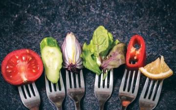 الصورة: الصورة: الحميات الغذائية.. الوصفات الخاطئة مخاطر تهدد صحة المجتمع