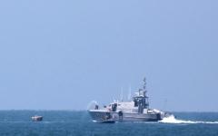 الصورة: الصورة: البحرية المصرية تنقذ ركاب طائرة مدنية سقطت في البحر